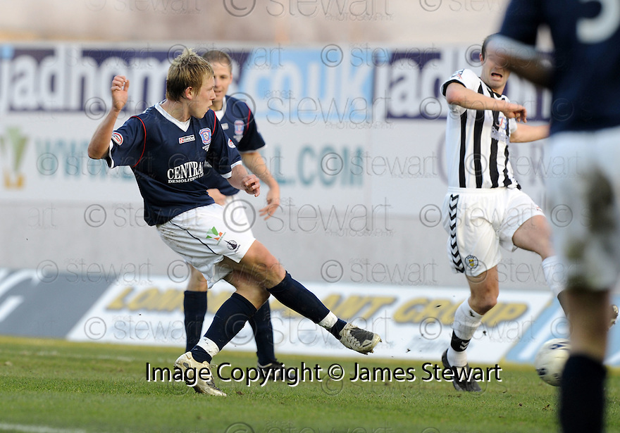 16/02/2008    Copyright Pic: James Stewart.File Name : sct_jspa12_falkirk_v_st_mirren.SCOTT ARFIELD SCORES FALKIRK'S SECOND.James Stewart Photo Agency 19 Carronlea Drive, Falkirk. FK2 8DN      Vat Reg No. 607 6932 25.Studio      : +44 (0)1324 611191 .Mobile      : +44 (0)7721 416997.E-mail  :  jim@jspa.co.uk.If you require further information then contact Jim Stewart on any of the numbers above........
