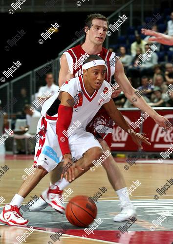 2009-09-27 / Basketbal / seizoen 2009-2010 / Antwerp Giants - West Brabant Giants / Tim Black (Antwerp Giants) op weg naar de ring..Foto: Maarten Straetemans (SMB)