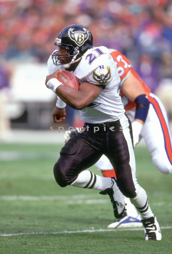 Baltimore Ravens Earnest Byner (21) during a game from his 1996 season with the Baltimore Ravens Earnest Byner played for 14 years for 3 different teams and was a 2-time Pro Bowler.<br /> (SportPics)