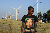 KENYA, Nairobi, Ngong Hills, 25,5 MW Wind Power Station with Vestas and Gamesa wind turbines, owned and operated by KENGEN Kenya Electricity Generating Company, shepherd with sheeps / KENIA, Ngong Hills Windpark, Betreiber KenGen Kenya Electricity Generating Company mit Vestas und Gamesa Windkraftanlagen, junger Hirte mit Schafen