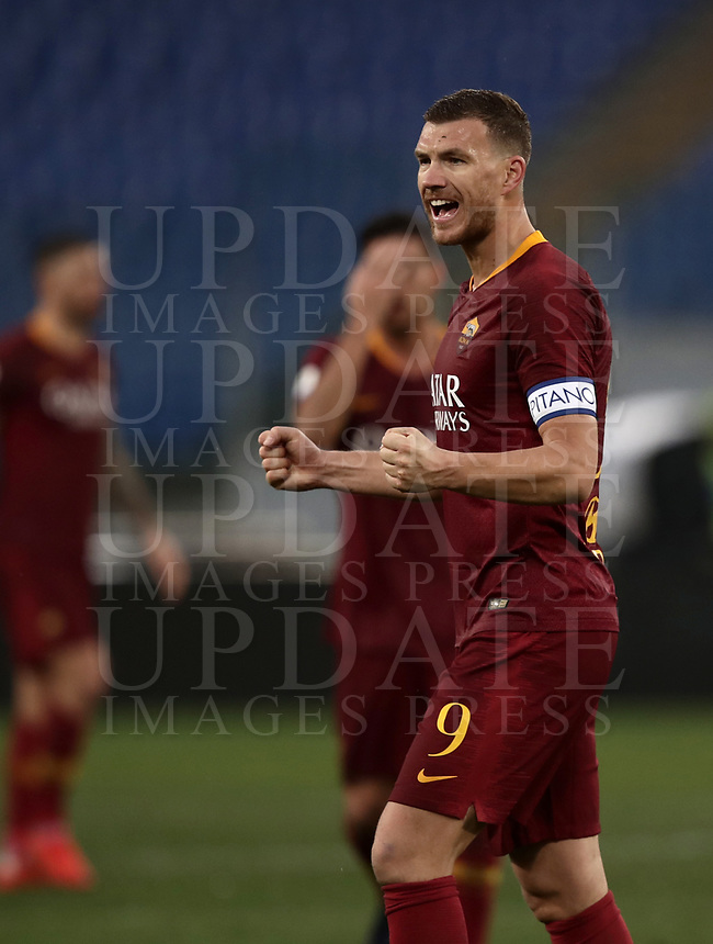 Football, Serie A: AS Roma - Torino, Olympic stadium, Rome, January 19, 2019. <br /> Roma's Edin Dzeko celebrates after winning 3-2 the Italian Serie A football match between AS Roma and Torino at Olympic stadium in Rome, on January 19, 2019.<br /> UPDATE IMAGES PRESS/Isabella Bonotto