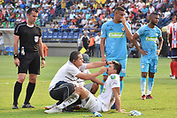 MONTERIA - COLOMBIA, 30-03-2019: Roque Cardozo arquero de Jaguares es atendido or el equipo médico durante el partido por la fecha 12 de la Liga Águila I 2019 entre Jaguares de Córdoba F.C. y Atlético Junior jugado en el estadio Jaraguay de la ciudad de Montería. / Roque Cardozo goalkeeper of Jaguares in attended by the medical staff during match for the date 12 as part Aguila League I 2019 between Jaguares de Cordoba F.C. and Atletico Junior played at Jaraguay stadium in Monteria city. Photo: VizzorImage / Andres Felipe Lopez / Cont