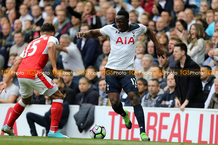 Alex Oxlade-Chamberlain of Arsenal and Victor Wanyama of Tottenham Hotspur during Tottenham Hotspur vs Arsenal, Premier League Football at White Hart Lane on 30th April 2017
