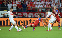 FUSSBALL  EUROPAMEISTERSCHAFT 2012   VORRUNDE Tschechien - Polen               16.06.2012 Petr Jiracek (Mitte, Tschechische Republik) gegen Kamil Grosicki (li) und Sebastian Boenisch (re, beide Polen)