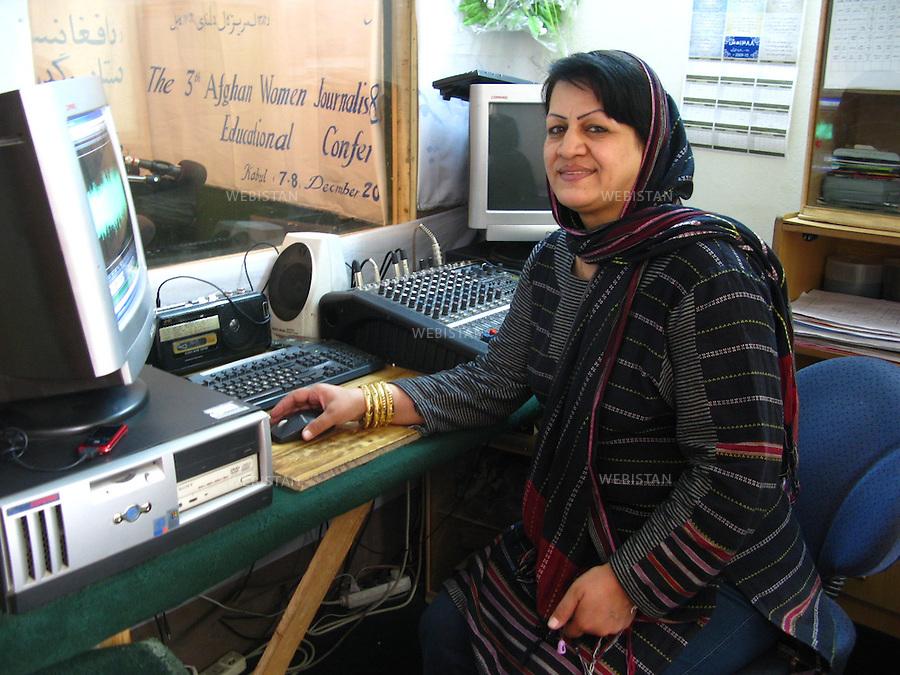 """AFGHANISTAN - KABOUL - 26 aout 2009 : bureaux et studio de l'emission radiophonique """"La voix des femmes afghanes"""". Jamila Mujahid, redactrice en chef du magazine feminin Malalai et directrice de l'emission """"La voix des femmes afghanes"""". ..AFGHANISTAN - KABUL - August 26th, 2009 : Offices and studio of the Afghan radio show """"Afghan Women's Voices."""".Jamila Mujahid, Editor in Chief of the women's magazine Malalai and the director of the radio show """"Afghan Women's Voices."""""""
