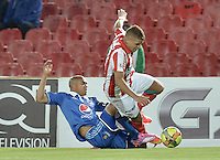 BOGOTÁ -COLOMBIA, 20-09-2014. Andres Cadavid (Izq) jugador de Millonarios disputa el balón con Gustavo Cuellar (Der) jugador de Atlético Junior durante partido por la fecha 10 de la Liga Postobón II 2014 jugado en el estadio Nemesio Camacho el Campín de la ciudad de Bogotá./ Andres Cadavid (L) player of Millonarios fights for the ball with Gustavo Cuellar (R) player of  Atletico Junior during the match for the 10th date of the Postobon League II 2014 played at Nemesio Camacho El Campin stadium in Bogotá city. Photo: VizzorImage/ Gabriel Aponte / Staff