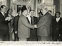 Syrie 1958.Damas: Omar Shemdin avec le president Choukri  et a la droite du president, a moitie cache, Hassan Hajo.Syria 1958.Damascus: Omar Shemdin and President Choukri Kowel