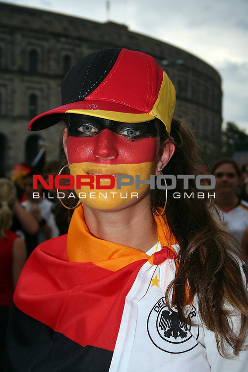FIFA WM 2006 -  Fan Fest Nuernberg<br /> <br /> Volksfestplatz (ca. 25 000 Zuschauer)<br /> <br /> <br /> <br /> Deutschland - Ecuador<br /> <br /> <br /> <br /> Deutschland Fan in den Landesfarben geschminkt.<br /> <br /> <br /> <br /> Foto: nordphoto