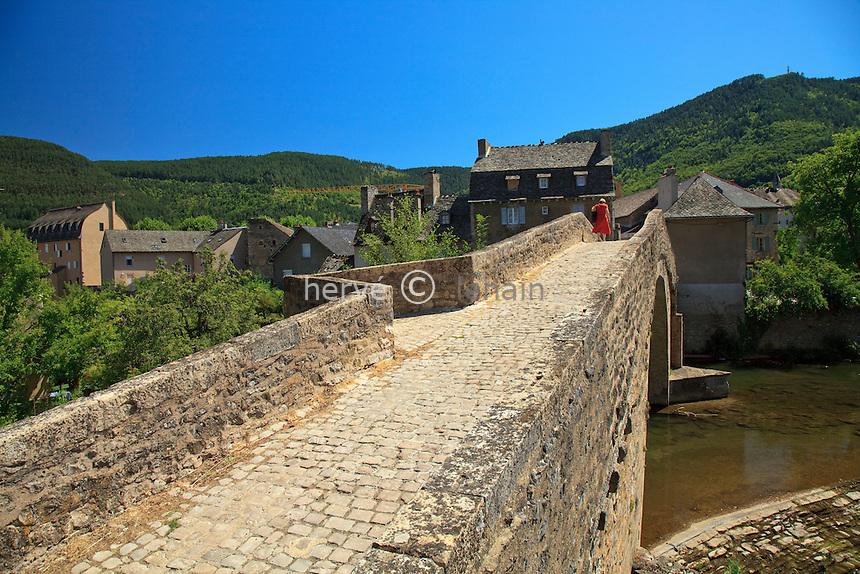 France, Lozère (48), pays du Gévaudan, Mende, pont Notre-Dame du XIIe siècle sur le Lot // France, Lozère, country of Gevaudan, Mende, bridge Notre-Dame of the twelfth century on the Lot river