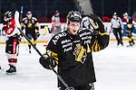 Stockholm 2014-01-08 Ishockey SHL AIK - Lule&aring; HF :  <br />  AIK:s Jonas Liwing ser nedst&auml;md ut<br /> (Foto: Kenta J&ouml;nsson) Nyckelord:  depp besviken besvikelse sorg ledsen deppig nedst&auml;md uppgiven sad disappointment disappointed dejected