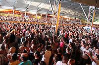 GUARUJA, SP, 08 DE JANEIRO 2012. VERAO SHOW GUARUJA- O publico, durante show do cantor Michel Teló, no Verao Show do Guaruja, no Ginasio Guaibe, no Guaruja, na noite deste sabado, 7. FOTO MILENE CARDOSO - NEWS FREE
