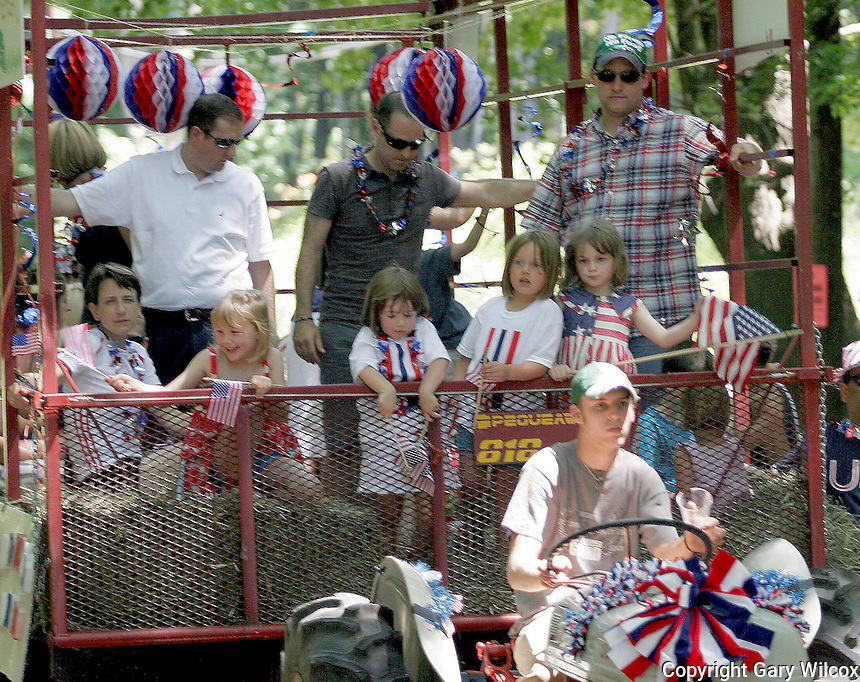07/04/2010.... Lincoln residents celebrated the Independence Day parade Sunday July 4 2010, on Lincoln Road in Lincoln MA.   (Photo by Gary Wilcox).