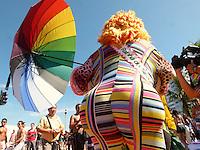 ATENCAO EDITOR FOTO EMBARGADA PARA VEICULO INTERNACIONAL - RIO DE JANEIRO, RJ, 18 DE NOVEMBRO 2012 -  PARADA LGBT - Publico durante a 17ª Parada do Orgulho LGBT, popularmente conhecida como Parada Gay na orla de Copacabana, na Zona Sul do Rio de Janeiro na tarde deste domingo 18. FOTO: RONALDO BRANDAO  - BRAZIL PHOTO PRESS.