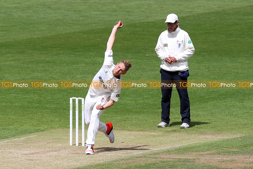 Jamie Porter in bowling action for Essex - Glamorgan CCC vs Essex CCC - LV County Championship Division Two Cricket at the SWALEC Stadium, Sophia Gardens, Cardiff, Wales - 20/05/15 - MANDATORY CREDIT: TGSPHOTO - Self billing applies where appropriate - contact@tgsphoto.co.uk - NO UNPAID USE