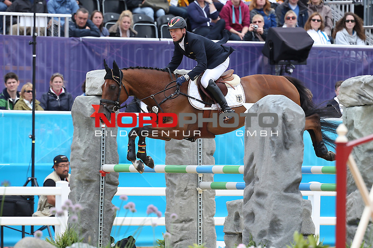 31.07.2012, Greenwich Park, London, Great Britain, Olympische Sommerspiele 2012, Eventing Team Jumping, im Bild<br /> Michael Jung (Deutschland) auf SAM<br /> <br /> Foto &copy; nph / Mueller *** Local Caption ***