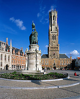 Belgium, West-Flanders, Bruges: Market Square showing the Belfry and covered market and statue of Pieter de Coninck and Jan Breydel in foreground | Belgien, Westflandern, Provinzhauptstadt Bruegge: Marktplatz - Grote Markt - mit dem Belfried, dem Glockenturm des Rathauses, im Vordergrund die Statuen von Pieter de Coninck und Jan Breydel