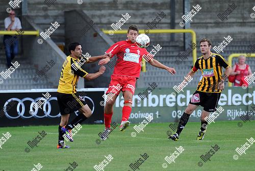 2012-08-05 / Voetbal / seizoen 2012-2013 / Zwarte Leeuw - Lyra / Olivier Trouillard tussen Brahim Hassounfi en Vincent De Jongh (r, Zwarte Leeuw)..Foto: Mpics.be