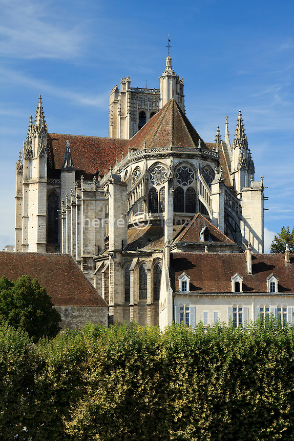 France, Yonne (89), Auxerre, la cathédrale Saint-Etienne d'Auxerre côté chevet // France, Yonne, Auxerre, the Cathedral St Etienne of Auxerre