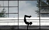 Yoserr Martinez, de Santander, en gimnasia deportiva barra fija  catedoria B en finales nacionales de Sup&raquo;rate Intercolegiados en Bogot&sum; el 27 de octubre de 2014.<br /> Foto: Daniel Jayo/Archivolatino para Sup&raquo;rate Intercolegiados, Coldeportes<br /> <br /> COPYRIGHT: Sup&raquo;rate, Coldeportes. <br /> Prohibida su venta y su uso comercial sin autorizaci&euro;n