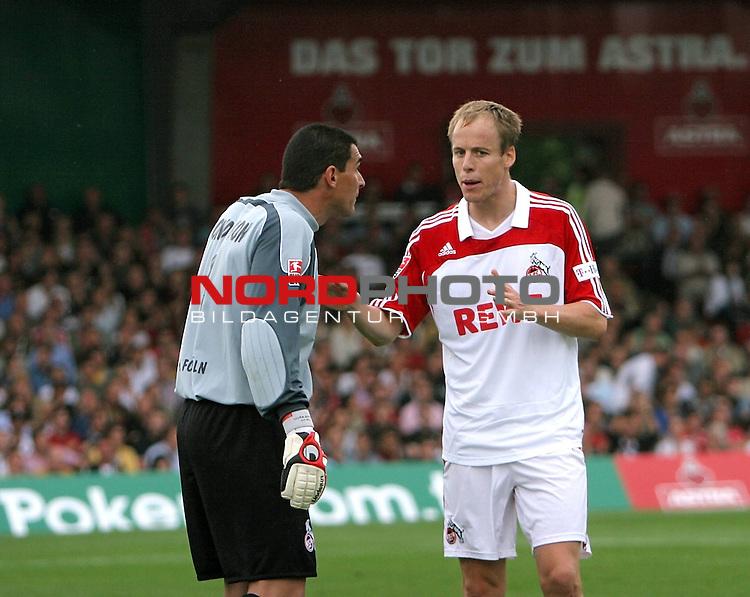 2.Liga 2007/2008  1. Spieltag Hinrunde<br /> FC St.Pauli &ndash; vs. 1.FC Koeln 0:2<br /> <br /> Kevin McKenna (Nr.23, rechts) beruhigt seinen Torwart Faryd Mondragon (Nr.1 links). Zwischenzeitlich ist die neue Koelner Abwehr am schwimmen.<br /> <br /> <br /> Foto &copy; nph (nordphoto)<br /> <br /> *** Local Caption ***
