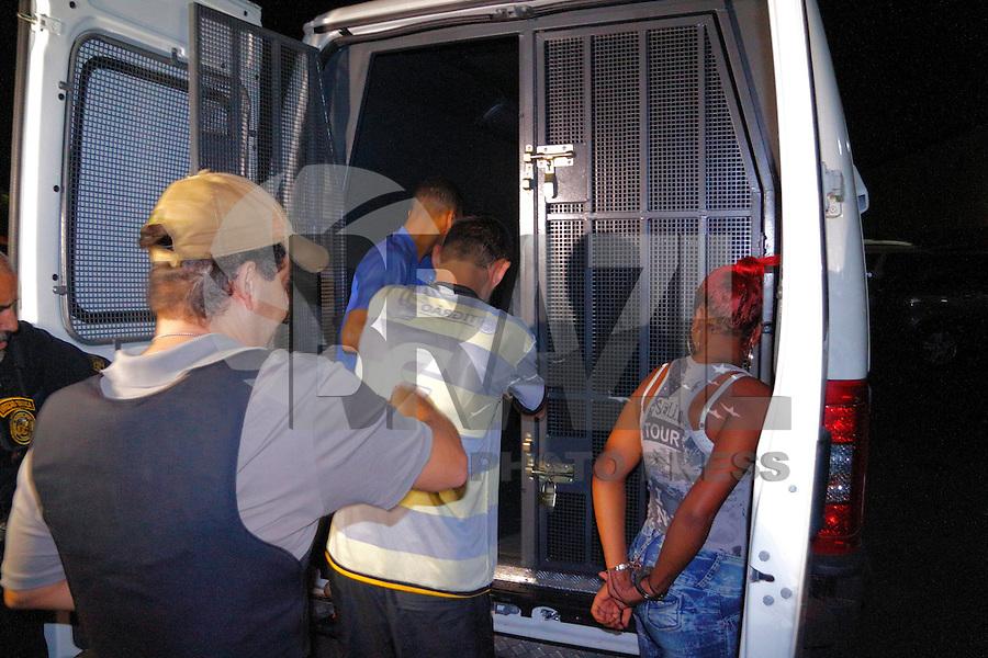 CAMPINAS,SP, 22.03.2016 - ASSALTO-PROTEGE - Um homem de 39 anos foi preso suspeito de participar do roubo à Protege em Campinas (SP). Com ele a polícia encontrou R$ 50 mil e munições de fuzis. A prisão aconteceu nesta terça- feira (22), na Vila Olímpia, que fica na região do São Marcos. O preso negou a participação. Segundo tenente Fullmann, ele justificou o dinheiro como do tráfico e não soube explicar sobre as munições. O detido já tinha passagem pela polícia, inclusive por um roubo a uma transportadora em 2003. O caso foi apresentado na 2° Seccional para investigações. Essa é a 3° prisão de suspeito de participar do roubo da Protege que ocorreu neste dia 14 de março. (Foto: Daniel Pinto/Brazil Photo Press)