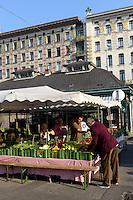 Naschmarkt vor den Jugendstil Wienzeilenh&auml;usern von Otto Wagner, Wien, &Ouml;sterreich, UNESCO-Weltkulturerbe<br /> Market in front of Art Nouveau Wienzeilen-houses by Otto Wagner, Vienna, Austria, world heritage