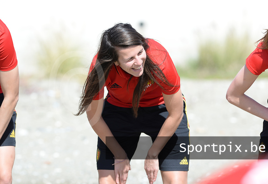 20180302 - LARNACA , CYPRUS :  Belgian Laura De Neve pictured during a Muscular warm up training session on the beach before a women's soccer game between The Belgian Red Flames and Spain , on friday 2 March 2018 on the CTO Beach in Larnaca , Cyprus . The game will be the second game in group B for Belgium during the Cyprus Womens Cup , a prestigious women soccer tournament as a preparation on the World Cup 2019 qualification duels. PHOTO SPORTPIX.BE | DAVID CATRY