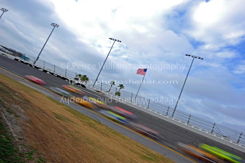 15 February  2009, Daytona Beach, Florida USA.the cars in turn 4..Daytona International Speedway: Daytona 500.©F.Peirce Williams 2009.F. Peirce Williams.photography