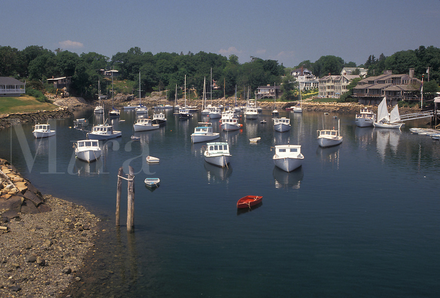 AJ4464, Perkins Cove, fishing boats, Ogunquit, Maine, Atlantic Ocean, Fishing boats buoyed in the scenic fishing village of Perkins Cove in Ogunquit in the state of Maine.