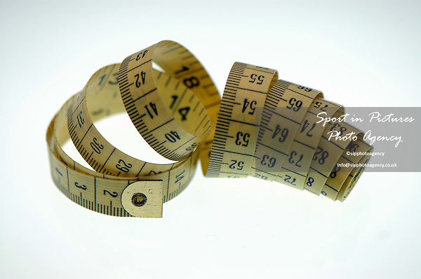 A close up of a tape measure