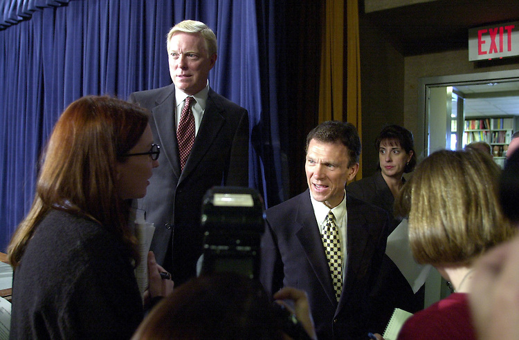 "Budget10110200 -- Tom Daschle, D-S.D., and Richard A. Gephardt, D-Mo., talk with reporters after the press conference on the Budget and the ""Do Nothing Congress""."