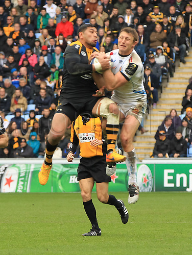 09.04.2016. Ricoh Arena, Coventry, England. European Champions Cup. Wasps versus Exeter Chiefs.  Wasps Charles Piutau and Exeters Lachie Turner goes arial for the high ball.