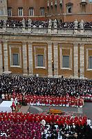 Roma 8/4/2005 St Peter's square<br /> <br /> Pope Giovanni Paolo II funeral<br /> <br /> Funerali del Papa Giovanni Paolo II<br /> <br /> Foto Rap Insidefoto