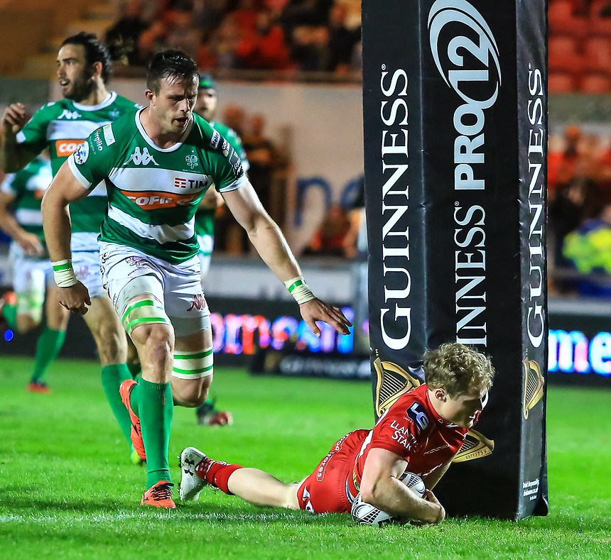 Scarlets' Aled Davies scores his sides eighth try.<br /> <br /> Photographer Dan Minto/CameraSport<br /> <br /> Guinness PRO12 Round 19 - Scarlets v Benetton Treviso - Saturday 8th April 2017 - Parc y Scarlets - Llanelli, Wales<br /> <br /> World Copyright &copy; 2017 CameraSport. All rights reserved. 43 Linden Ave. Countesthorpe. Leicester. England. LE8 5PG - Tel: +44 (0) 116 277 4147 - admin@camerasport.com - www.camerasport.com