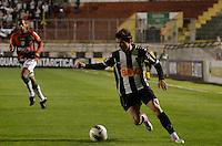 ATENÇÃO EDITOR: FOTO EMBARGADA PARA VEÍCULOS INTERNACIONAIS - SÃO PAULO, SP, 29 DE SETEMBRO DE 2012 - CAMPEONATO BRASILEIRO - PORTUGUESA x ATLÉTICO MINEIRO: Bernard durante partida Portuguesa x Atlético Mineiro, válida pela 27ª rodada do Campeonato Brasileiro de 2012 no Estádio do Canindé. FOTO: LEVI BIANCO - BRAZIL PHOTO PRESS