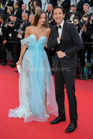 Lara Lieto und Adrien Brody arrive at the premiere of Ismael's Ghosts (Les Fantomes d'Ismael) during the 70th Annual Cannes Film Festival at Palais des Festivals in Cannes, France, on 17 May 2017. Photo: Hubert Boesl <br />