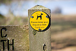 ´Please keep your dog on a lead Thank You´ sign on public footpath, UK