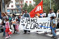 - Pavia, corteo contro l'intolleranza e il razzismo. I rom sgomberati..- Pavia, Demonstration against intollerance and racism.