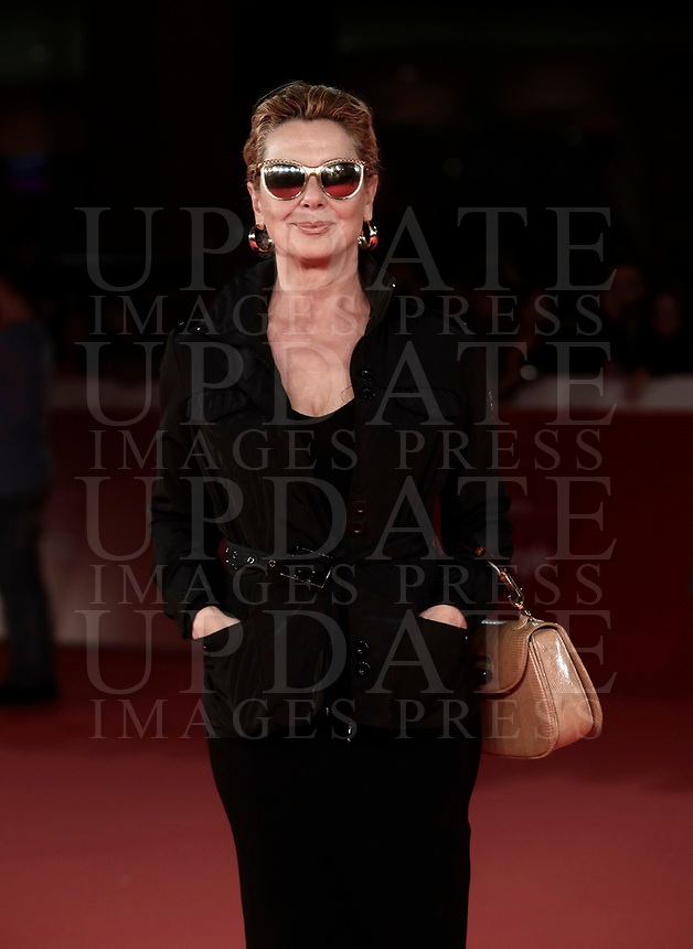 L'attrice italiana Monica Guerritore posa sul red carpet di apertura della 12° edizione della Festa del Cinema di Roma, 26 ottobre 2017.<br /> Italian actress Monica Guerritore poses on the 12th Rome Film Festival opening red carpet in Rome, October 26, 2017.<br /> UPDATE IMAGES PRESS/Isabella Bonotto
