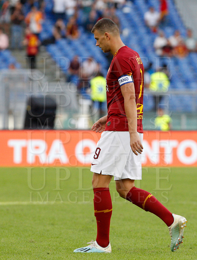Roma's Edin Dzeko leaves the pitch at the end of the Serie A soccer match between Roma and Cagliari at Rome's Olympic Stadium, October 6, 2019. Roma and Cagliari drawed 1-1. UPDATE IMAGES PRESS/ Riccardo De Luca