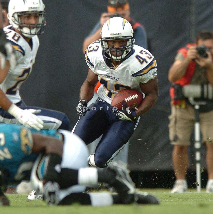 DARREN SPROLES, of the San Diego Chargers  in action during the Chargers game against the Jacksonville Chargers on November 18, 2007 in Jacksonville, Florida...JAGUARS WIN 24-17..SportPics