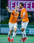 AMSTELVEEN -  Jasper Brinkman (Bldaal) heeft de stand op 0-1 gebracht tijdens de play-offs hoofdklasse  heren , Amsterdam-Bloemendaal (0-2). rechts  Glenn Schuurman (Bldaal)  COPYRIGHT KOEN SUYK