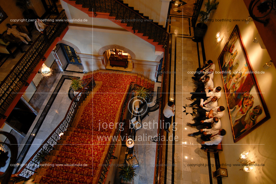 INDIA Mumbai , stairwell of Five Star Hotel Taj Mahal of TATA Group / INDIEN, Mumbai, Treppenhaus des 5 Sterne Hotel Taj Mahal Hotel der zum TATA Konzern gehoerenden Taj Hotels Group , gebaut 1903 in Moorish Oriental and Florentine styles