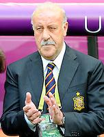 GDANSK, POLONIA, 10 JUNHO 2012 - EURO 2012 -  ESPANHA X ITALIA - Vicente Del Bosque treinador da Espanha durante partida contra a Italia  em jogo valido pela primeira rodada do Grupo C, na Arena de Gdansk na Polonia neste domingo, 10. (FOTO: GIUSEPPE / PIXATHLON / BRAZIL PHOTO PRESS.