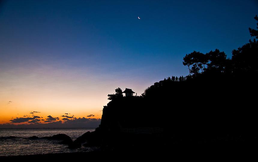 New years day sunrise on Moon watch beach - Katsurahama, Kochi (with moon in shot)