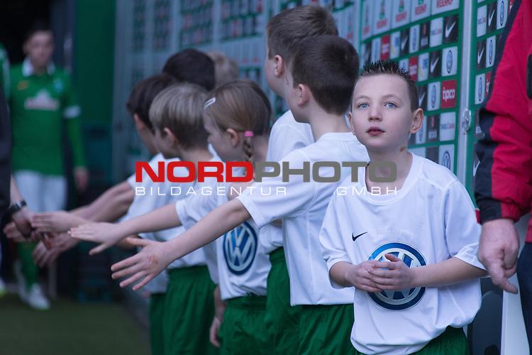 14.02.2015, Weser Stadion, Bremen, GER, 1.FBL. Werder Bremen vs 1. FC Augsburg, im Bild<br /> <br /> Einlaufkids im Spielertunnel<br /> <br /> <br /> <br /> Foto &copy; nordphoto / Kokenge