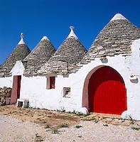Italy, Puglia, Alberobello at Valle d'Itria: Trulli - UNESCO World Cultural Heritage | Italien, Apulien, Alberobello im Valle d'Itria: Trulli - UNESCO Weltkulturerbe