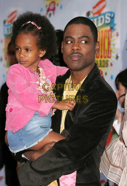CHRIS ROCK & DAUGHTER.Nickelodeon's 19th Annual Kids' Choice Awards - Orange Carpet at the Pauley Pavilion,  Westwood, California, .USA, 1st April 2006..half length father daughter.Ref: ADM/RE.www.capitalpictures.com.sales@capitalpictures.com.©Russ Elliot/AdMedia/Capital Pictures.