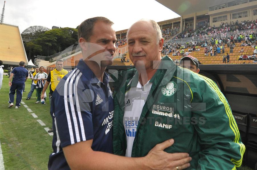 SÃO PAULO, SP, 14 DE JANEIRO DE 2012 - AMISTOSO INTERNACIONAL - PALMEIRAS X AJAX (HOL) - Felipão (d) e Fran de Boaer (e) antes da partida amistosa entre Palmeiras x Ajax (Hol) realizada no Estádio do Pacaembú. FOTO: LEVI BIANCO - NEWS FREE