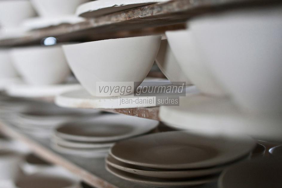 Europe/Europe/France/Midi-Pyrénées/46/Lot/ Puy-l'Évêque: Manufacture de Porcelaine Virebent [Non destiné à un usage publicitaire - Not intended for an advertising use]